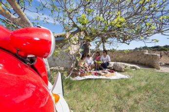 2CV et pause gourmande à Leucate Photo Serge Briez Cap Médiations pour Vin4 heures tour