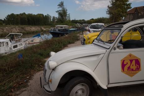 Vin4 heures tour et ses 2CV à Colombiers Canal du midi Photo SergeBriez Cap Médiations